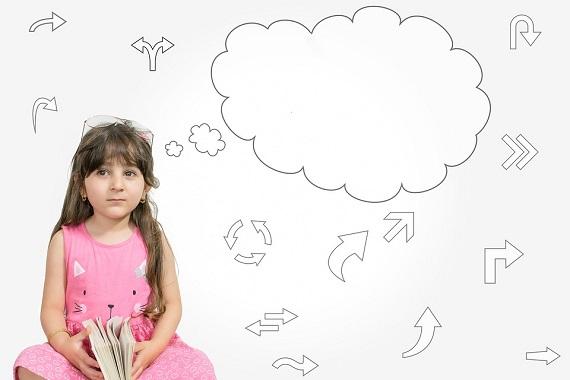 Fetita inconjurata de idei si intrebari