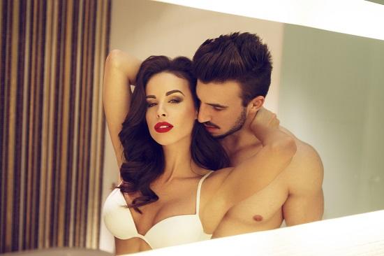 Cuplu in ipostaza intima
