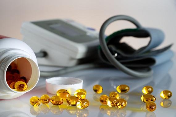 Capsule gelatinoase alaturi de un aparat de masurare a tensiunii arteriale