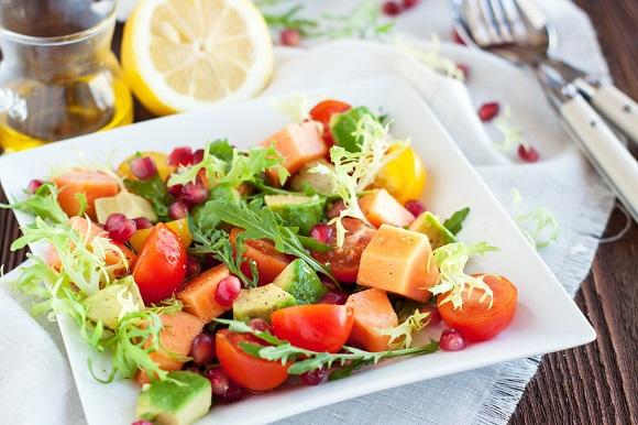 Salata cu rosii, avocado, mango