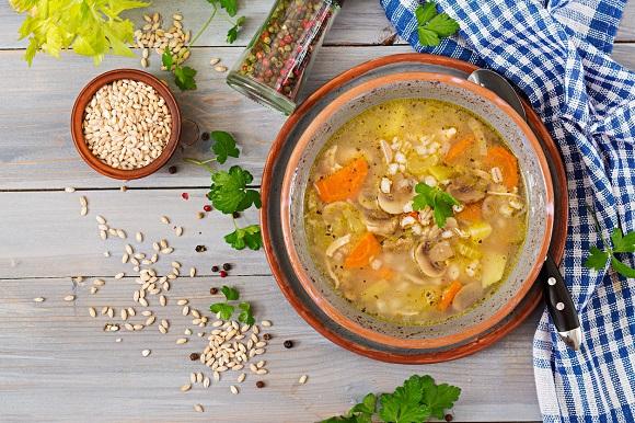 Supa cu orz, legume, pui