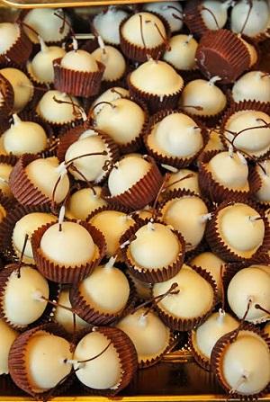 Cirese in ciocolata alba