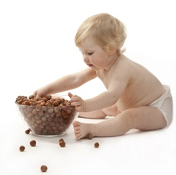 Alunele, aliment interzis bebelusilor de pana la 1 an