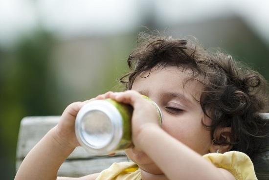 Bauturile carbogazoase, interzise copiilor pana la 2 ani