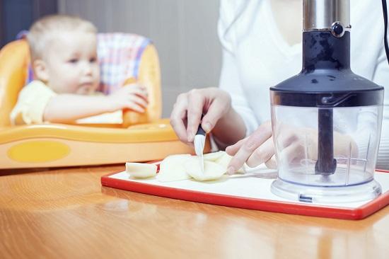 Sucurile de fructe, interzise bebelusilor pana la 1 an