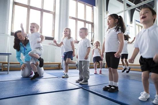 Copii la ora de sport