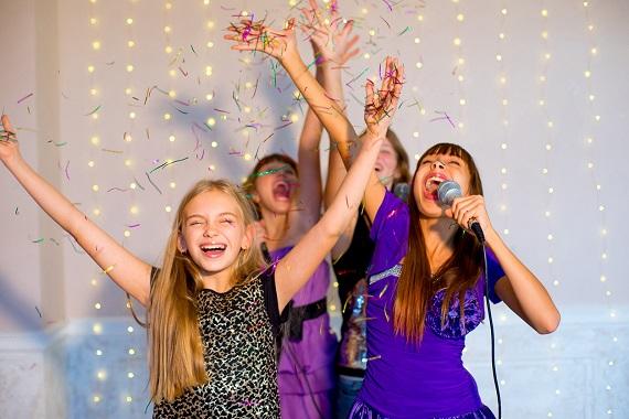 Copii la o petrecere