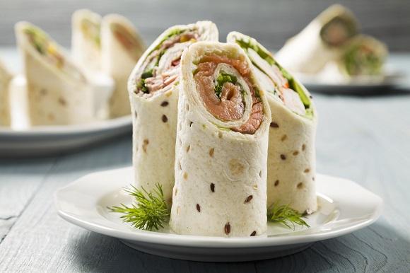 Lipie mexicana cu somon si cu salata verde