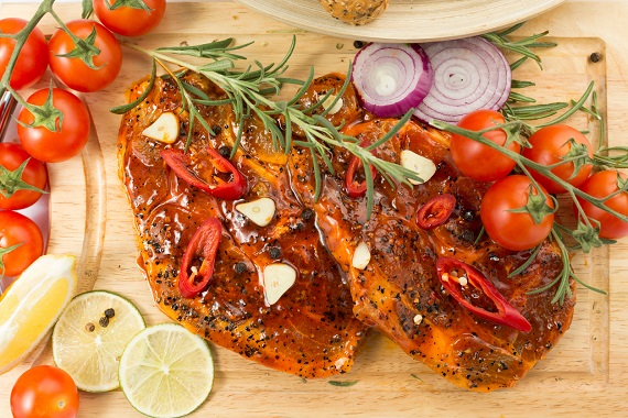 Carne lasata la marinat