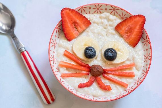 Cereale sub forma unui cap de pisicuta, in castron