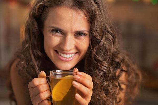 Fata ce vrea sa bea ceai cu ghimbir
