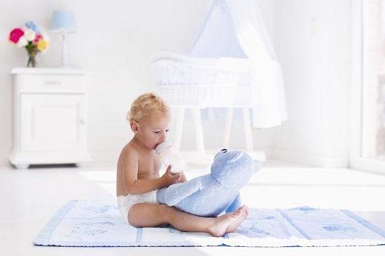 Bebelusii hraniti cu lapte praf pot creste mai repede