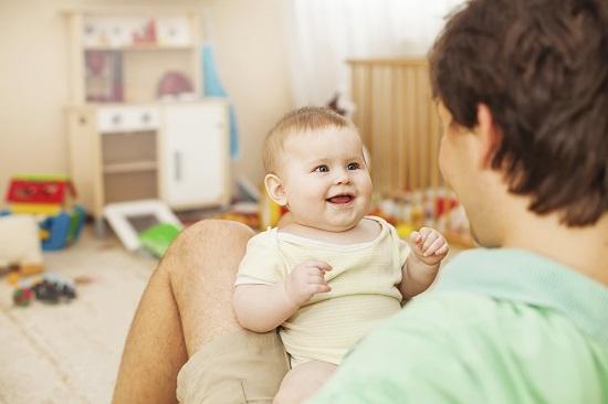 Mister al bebelusilor- De ce spun mai intai Tata si nu Mama