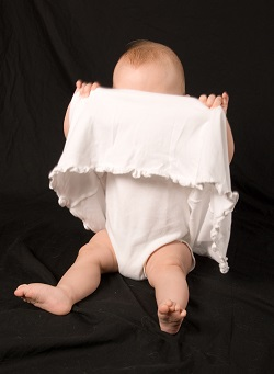De ce bebelusii adora sa se joace Peek-a-boo