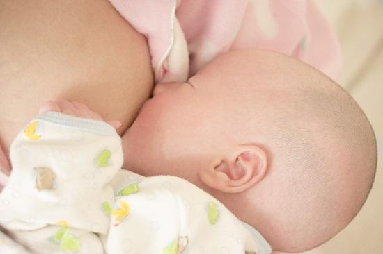 Laptele matern si laptele praf pentru bebelusi nu au structuri foarte diferite