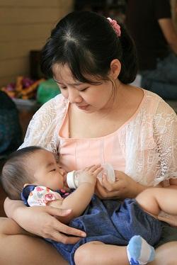 Suplimentele de lapte praf pentru bebelusi te pot ajuta sa alaptezi mai mult timp