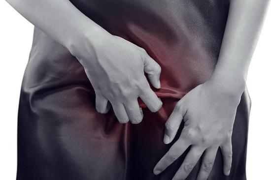 Femeie care are mancarimi in zona intima