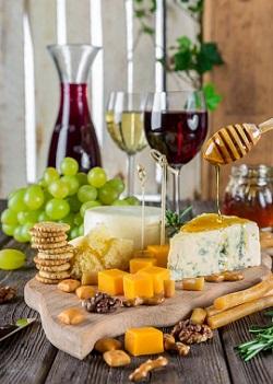 Branzeturi cu mucegai si vin rosu