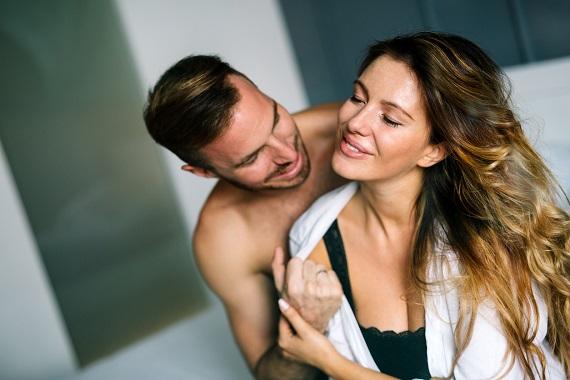 Cuplu intr-un moment intima