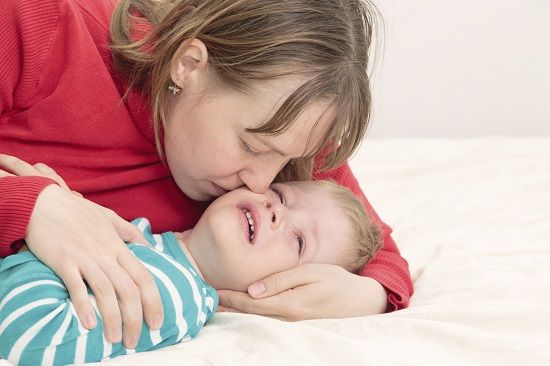"""Cum copilul spune """"te iubesc, mama!"""" intr-un mod mai neobisnuit: are tot felul de toane"""