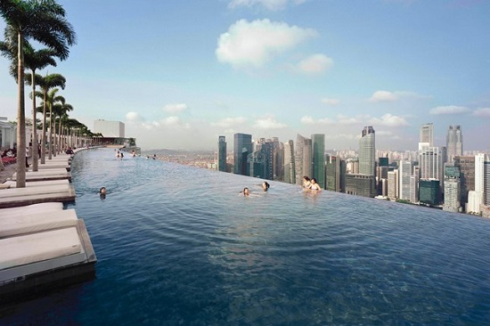 Piscina spectaculoasa: Infinity Swimming Pool