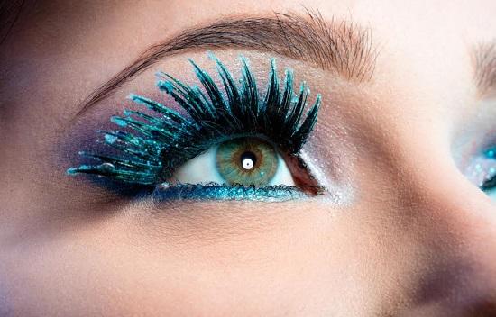 Machiaj al ochilor albastri