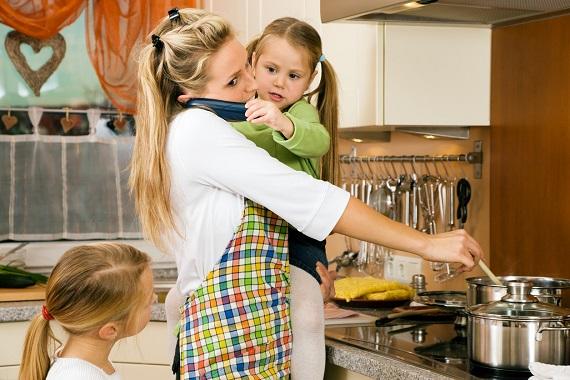Mama ce face mai multe lucruri simultan