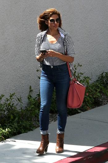 Eva Mendes pe strada