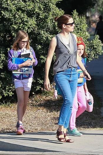 Jennifer Garner alaturi de doi dintre copiii ei