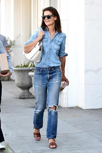 Tinuta formata din camasa din jeans si jeansi boyfriend