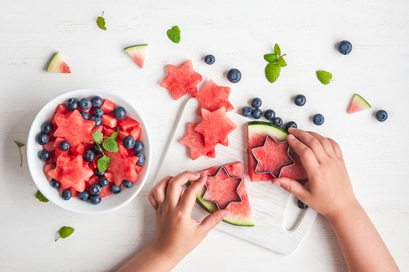 Salata de fructe, cu afine si pepene rosu
