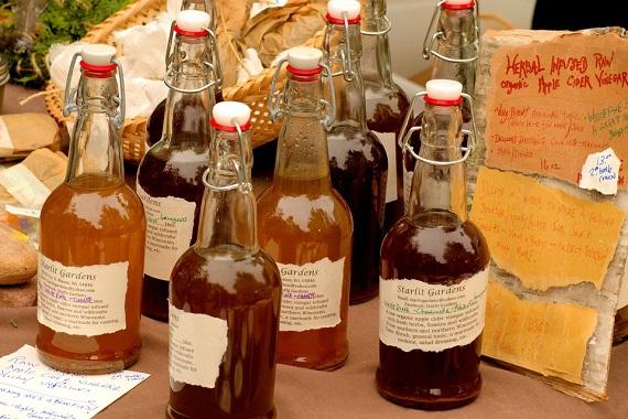 Sticle cu otet de cidru de mere