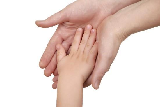 Copilul vrea sa aiba parte de momente de afectiune alaturi de mama