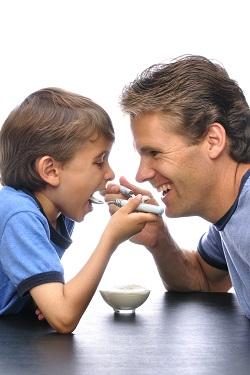 Copilul imparte orice cu tata