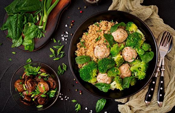 Chiftelute cu quinoa si cu broccoli