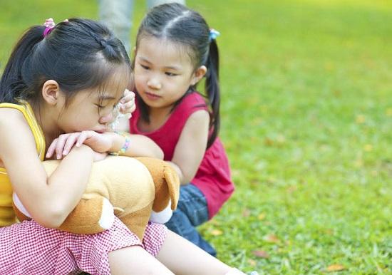 """Nu trebuie sa-l fortam pe copil sa spuna """"Imi pare rau"""", ci trebuie sa-l invatam sa fie empatic"""