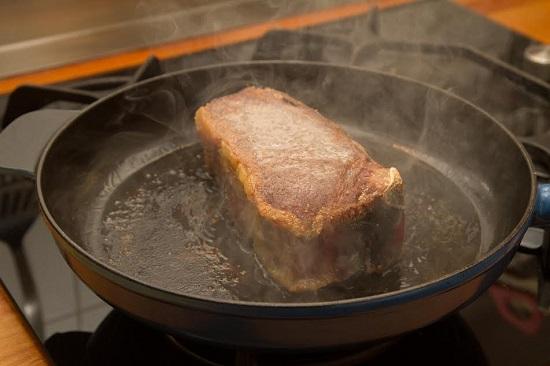 Carne in tigaie