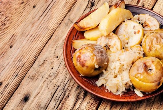 Varza murata cu mere, cartofi