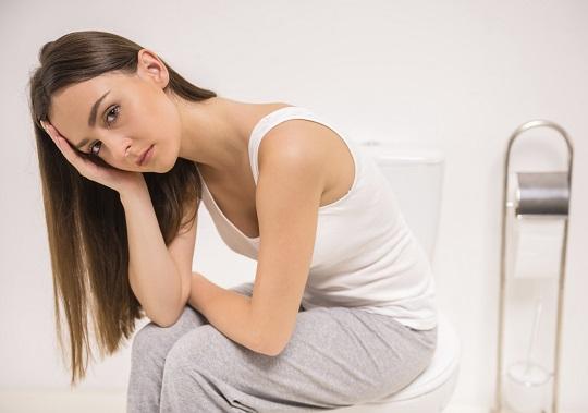 Disconfort puternic resimtit atunci cand  mergi la toaleta-simptom al sarcinii extrauterine