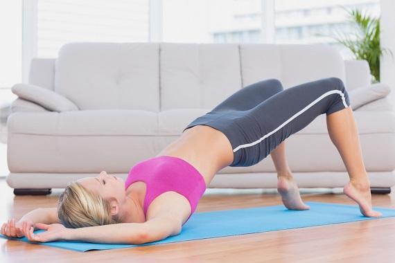 Femeie ce face exercitii Kegel