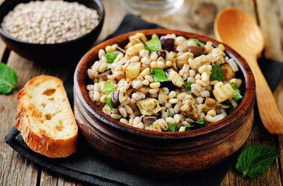 Salata cu cereale, orez, vinete