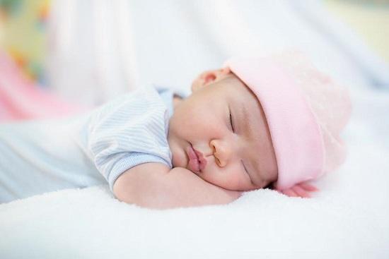 Bebelus ce doarme