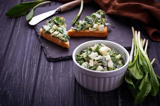 Salata si bruschete cu salata