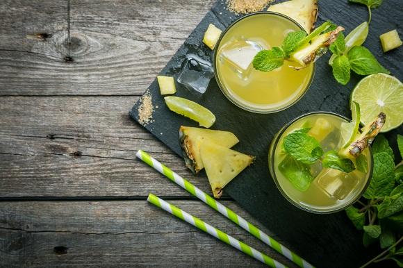 Limonada cu ananas, cu rozmarin si cu menta