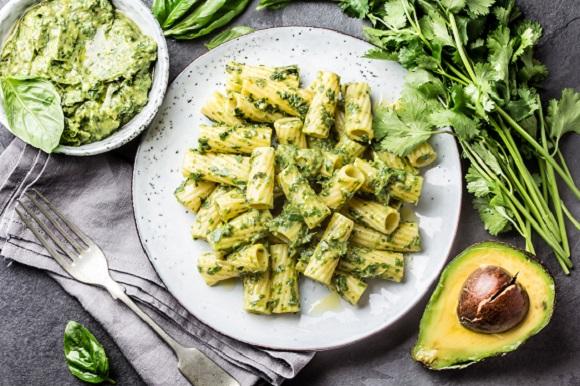 Salata de paste cu avocado si patrunjel