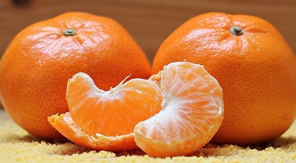 Din mandarine se poate obtine un ulei pentru tratarea vergeturilor