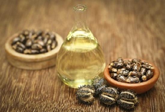 Uleiul de ricin este unul dintre cele mai bune uleiuri pentru par