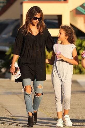 Halle Berry cu fiica sa