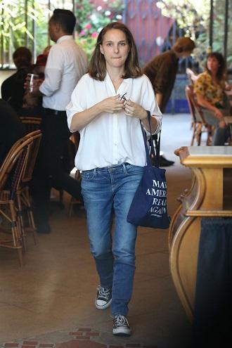 Natalie Portman in bluza alba