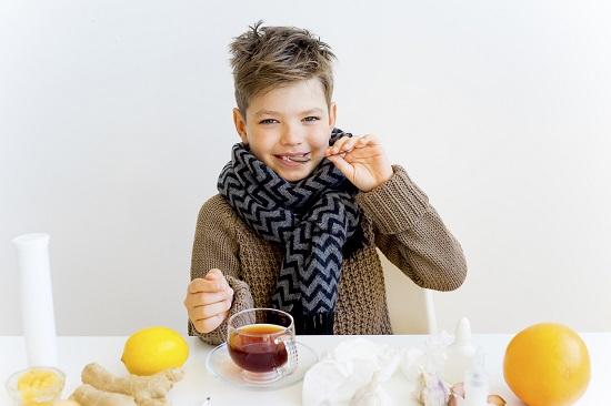 Baietel racit ce are la indemana miere, ghimbir si alte remedii naturale